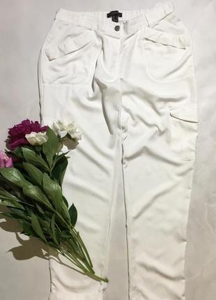Белые штаны с карманами , карго