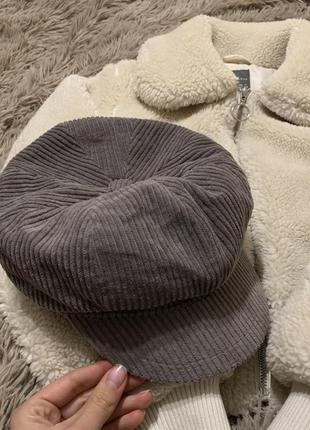 Кепи, кепка серого цвета