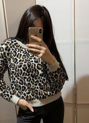 Укорочённая кофта с леопардовым принтом