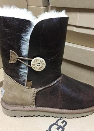 Женские сапоги ugg bailey button krinkle chestnut