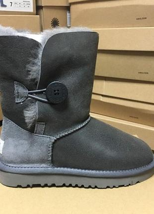 Женские сапоги ugg bailey button metallic grey