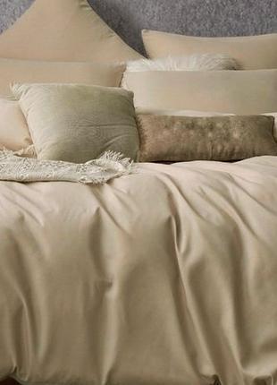 Однотонное бежевое постельное бельё из микрофибры