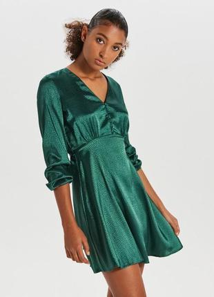 Продам новое женское тонкое блестящее праздничное платье cropp