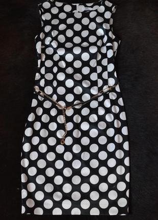 Красивое классическое элегантное платье-футляр до колен в горо...