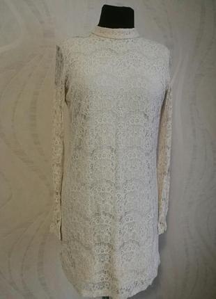 Нежное нюдовое гипюровое платье