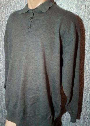 Теплый свитер с  шерсти мериноса.
