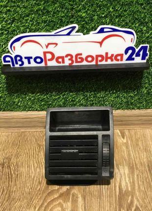 Дефлектор правый Volkswagen T5 Фольксваген Транспортер Т5 2003...