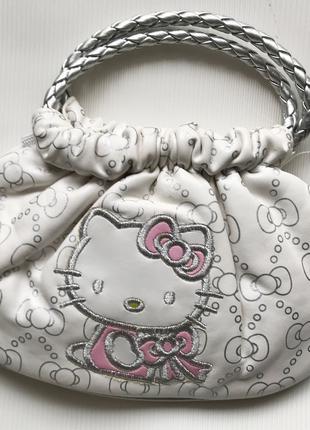 Детская сумочка Hello Kitty.