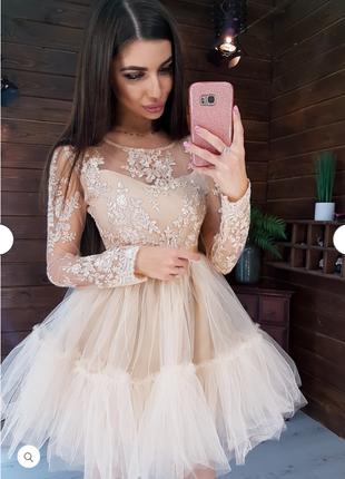 Платье с кружевным верхом и пышной фатиновой юбкой