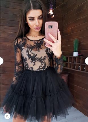 Платье с кружевным верхом и пышной фатиновой юбкой .