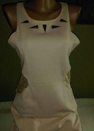 Платье цвета пудры с  кружевными вставками