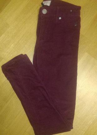 Актуальные леггинсы   джинсы цвета марсала