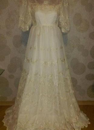 Винтажное  вечернее   белое  свадебное   платье  в пол с цвето...