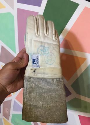 Фехтовальная перчатка