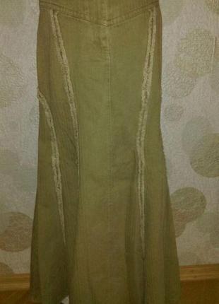 Эффектная джинсовая   юбка миди  с бахромой из натуральной ткани