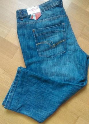 Актуальные джинсовые бриджи известного бренда