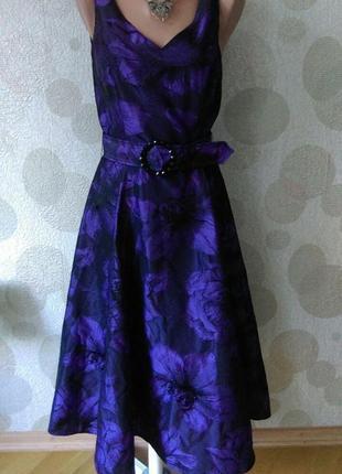 Красивое  брендовое платье с пышной юбкой