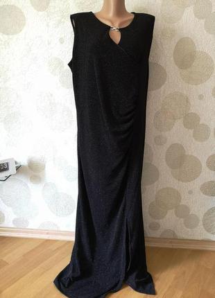 Блестящее  вечернее длинное  черное платье с принтом  большого...