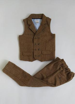 Хорошенький костюм 2-ка (жилетка+брюки) фирмы mamas&papas на 3...