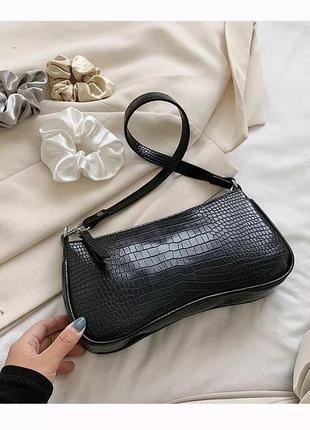 Компактная сумочка багет