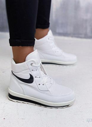 Зимние  белые кроссовки  дутики