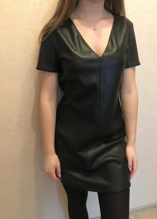 Платье из кожзама, трапециевидное, с v-образным вырезом с окан...
