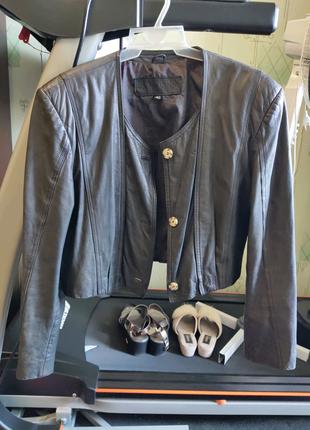 Курточка  укороченная коричневая кожаная б/у