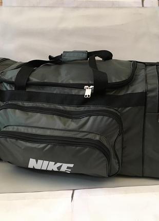 Спортивная дорожная сумка с отделом для обуви.