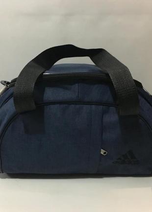 Отличная спортивная сумка с ремнем на плечо.