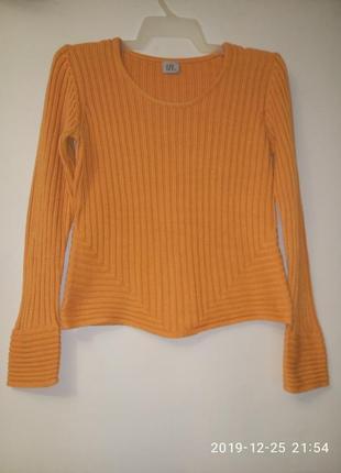 Яркий апельсиновый свитерок