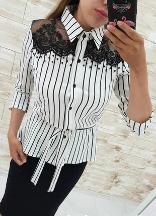 Красивая  блуза с кружевами и поясом