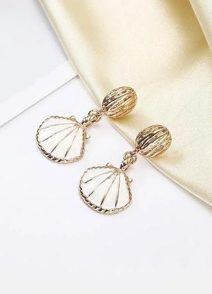Серьги ракушки золото и белый перламутровый жемчуг