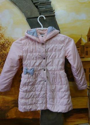Нежное пальто куртка на девочку с капюшоном персиково-розового...