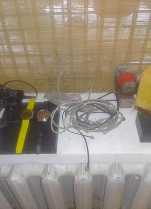 Часы, зарядка для ноутбука и акамуляторы