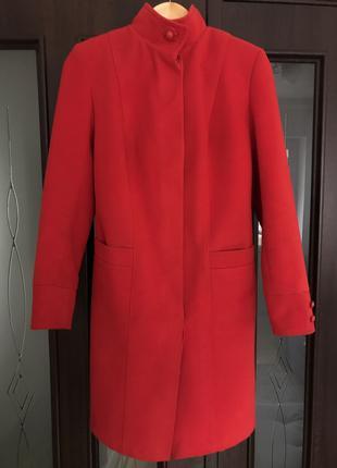 Новое красное весеннее пальто