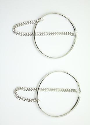 Серебристые серьги кольца с цепочкой