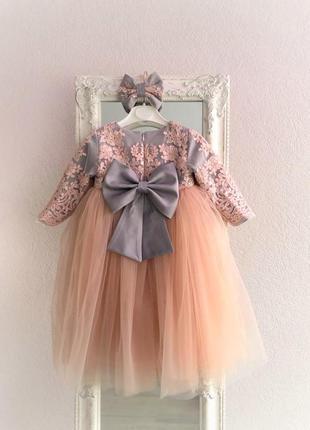 Кружевное платье с большим бантом