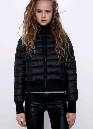 Куртка от Zara.