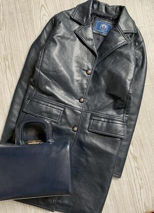 Кожаное  плащ-пальто италия