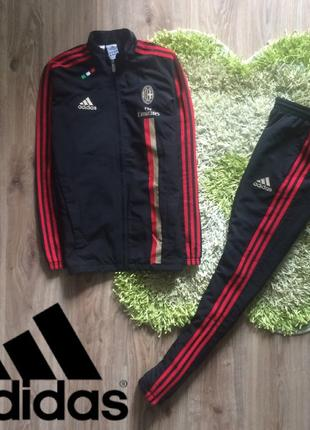 Спортивный костюм от фирмы Adidas