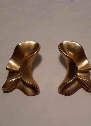 Серьги мятые, цвет матовое золото