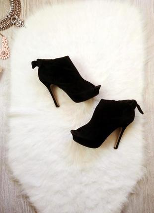 Черные замшевые ботильйоны на шпильке туфли открытым носком вы...