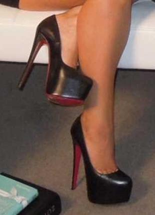 Черные кожаные туфли лодочки на высоком каблуке шпилька с крас...