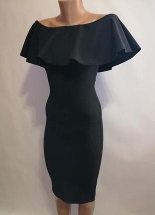 Соблазнительное платье с открытыми плечами