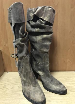 Шикарные кожаные сапоги/италия