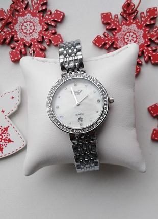 Часы женские, новинка, модные, тренд, серебристые, светлый циф...