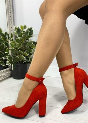 Красные замшевые туфли на каблуке с ремешком и пряжкой, туфли ...