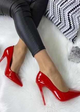 Красные лаковые  туфли на шпильке,шикарные туфли  лодочки крас...