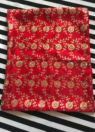 Декоративная наволочка красная тафта в пайетки