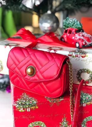 Красная сумка женская на цепочке